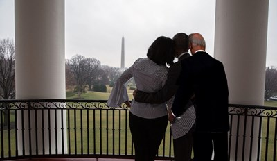 The Obamas Get a Fantastic Farewell Photoshop Battle
