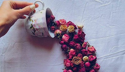 These Delightful Flower Arrangements Will Make You Crave a Cup of Tea