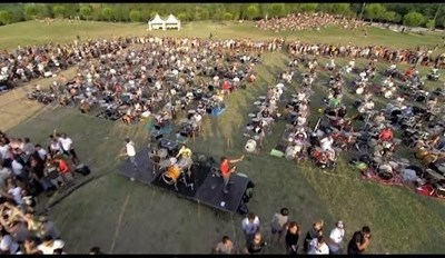 Rockers of the Day: 1,000 Musicians Beg Foo Fighters to Play in Italy by Performing 'Learn to Fly'