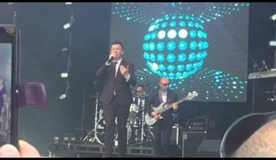 Watch Rick Astley Sing Uptown Funk (Not a Rick Roll)
