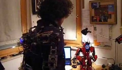 Man Builds Telemetry Suit To Control Robot Out of LEGOs