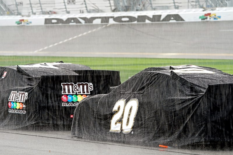 Top gifs of the first few laps of the Daytona 500 including the flyover by President Trump and the opening laps of the competition. The cover photo is of cars that were rained out after inclement weather postponed the race until Monday