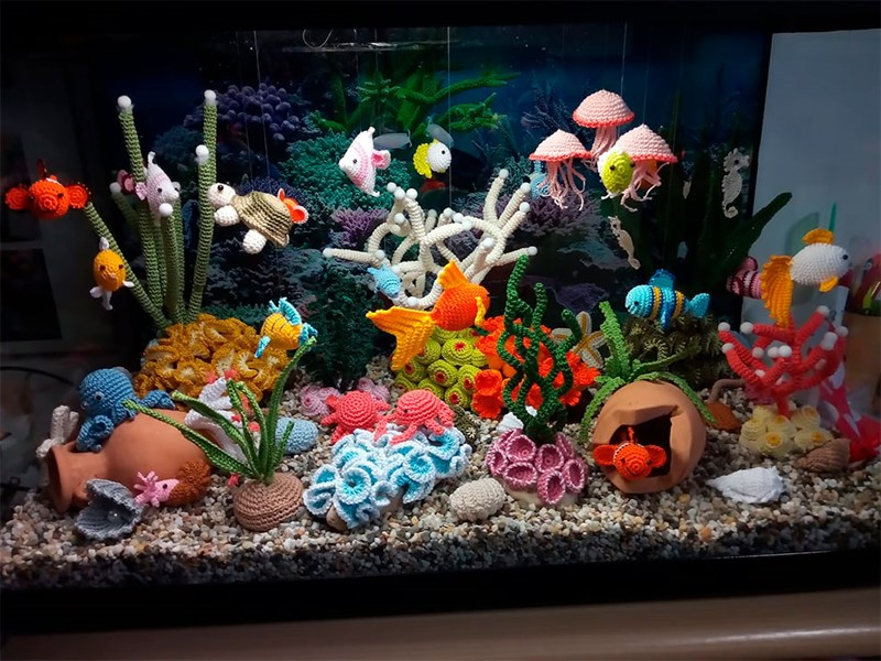Artist Creates An Incredibly Detailed Aquarium All Made Out Of Crocheted Yarn | colorful aquarium made from fabrics corals sea weed water plants different fish clam with a pearl jellyfish clownfish