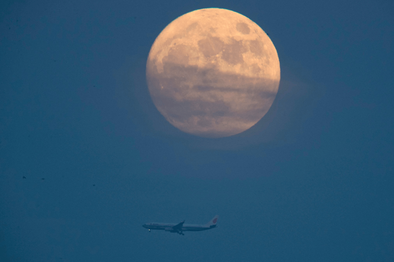 Moon of the Day: Supermoon Lights Up the Sky, Strikes Fear Into Hearts of Man