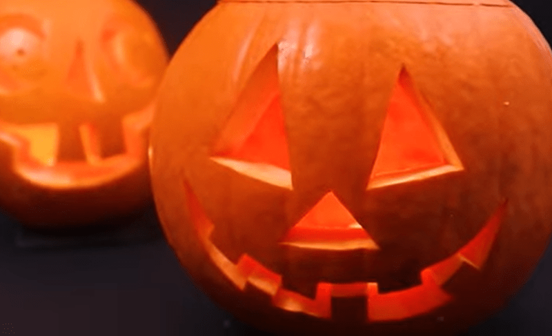 how to carve an easy Jack-o'-lantern in gifs