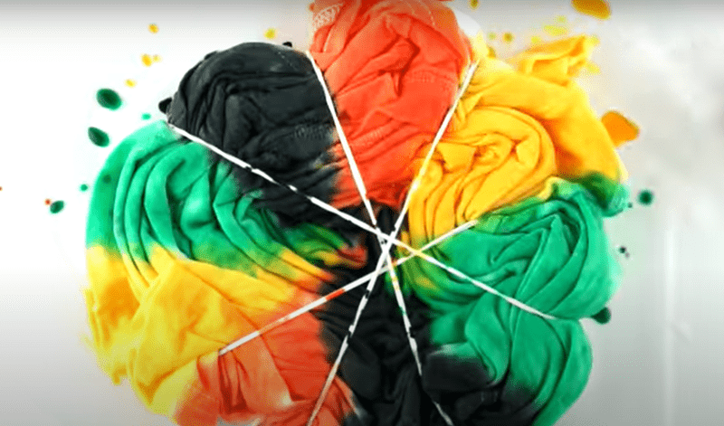 tie dyeing in GIFs