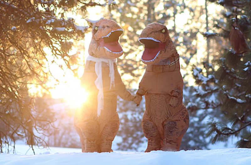 funny wedding photos engagement dinosaurs t rex - 1433093