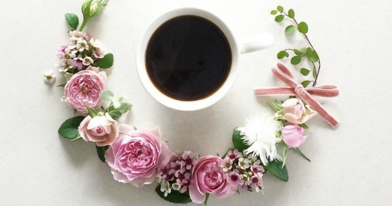 aesthetic, coffee and flowers arrangements