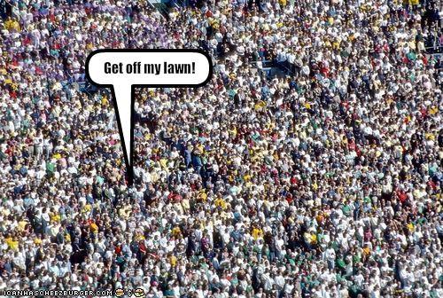 crowd - 1942171904
