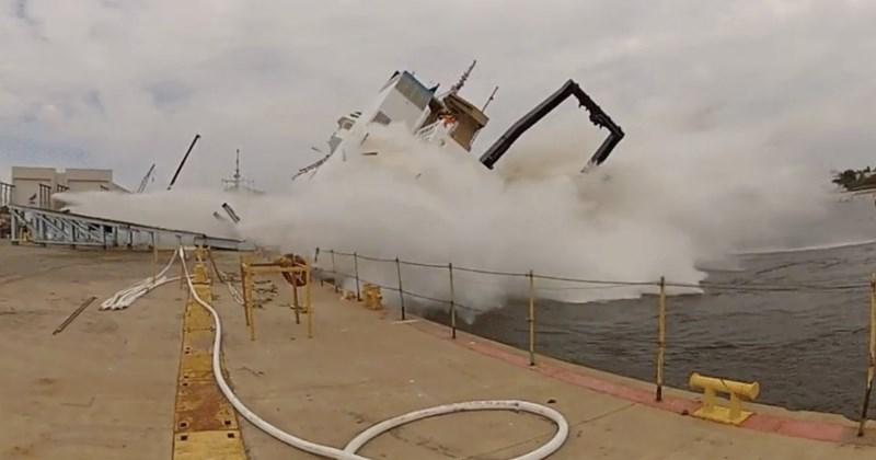 FAIL failboat ship - 2011397