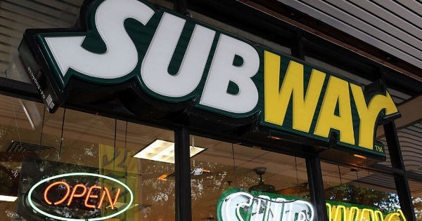 Subway has brutal response to guy on Twitter after he asks for free subs if he gets enough retweets.