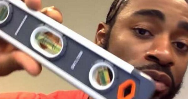 Guy brings spirit level on plane to prove that the earth is flat during his flight.