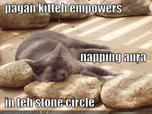 Pagan Kitteh Empowers Napping Aura In Teh Stone Circle