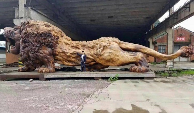 A giant lion sculpture made of tree