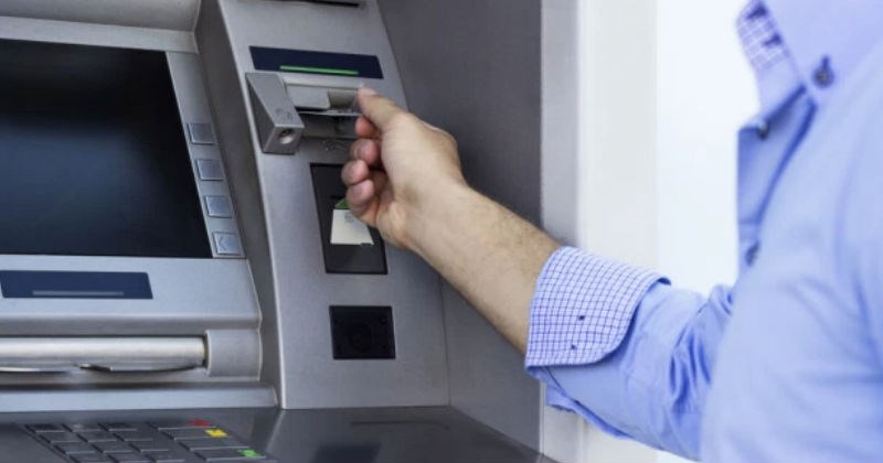 "Guy gets himself stuck in ATM machine and proceeds to pass ""please help"" notes to customers."