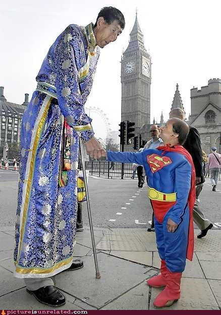 costume duo? midget really tall superman wtf - 2913491456