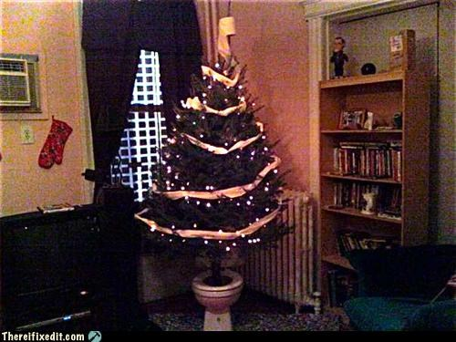 holiday recycling-is-good-right toilet Xmas tree
