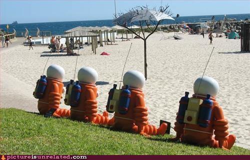 astronauts beach statues wtf - 2957921024