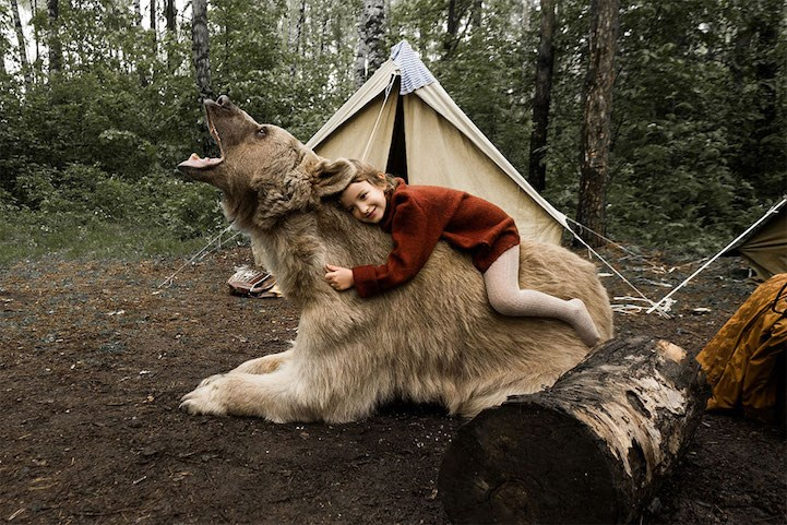 photos of a Russian family with a bear in the forest