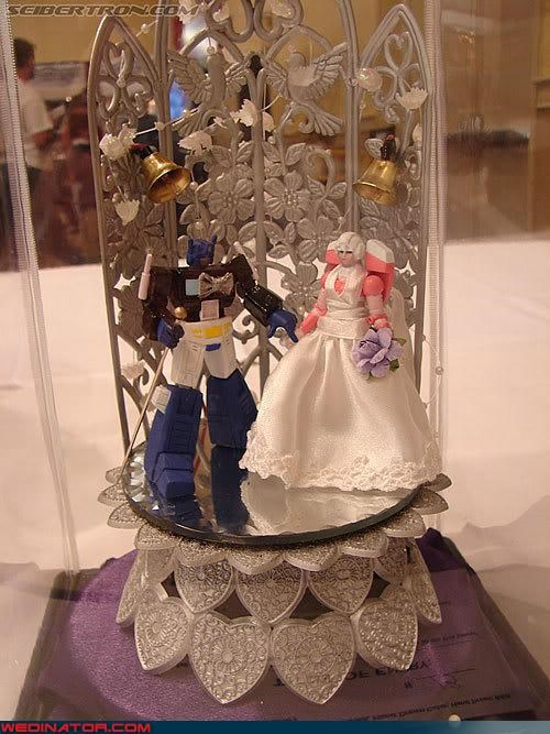 bride cake stand cake topper groom robots were-in-love Wedding Themes wedinator