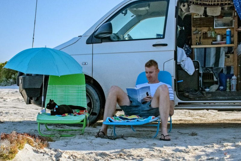 Owner and cat travelling Austarlia
