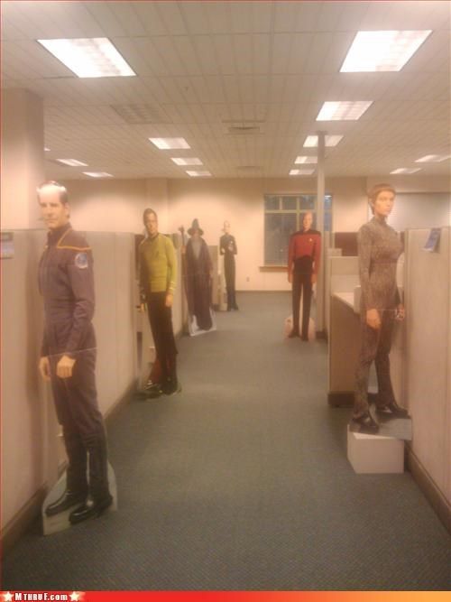 cardboard cutouts,creepy,cubicle prank,gandalf,Lord of the Rings,Star Trek,Terrifying