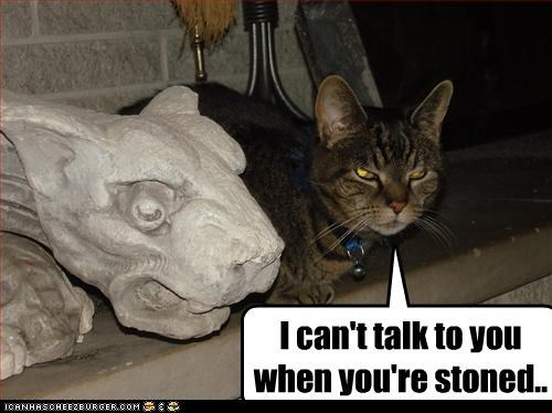 Cats statue stoned - 3179070976