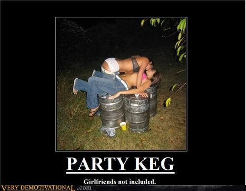 beer demotivational drunk girls girls idiots making out Pure Awesome - 3308237056