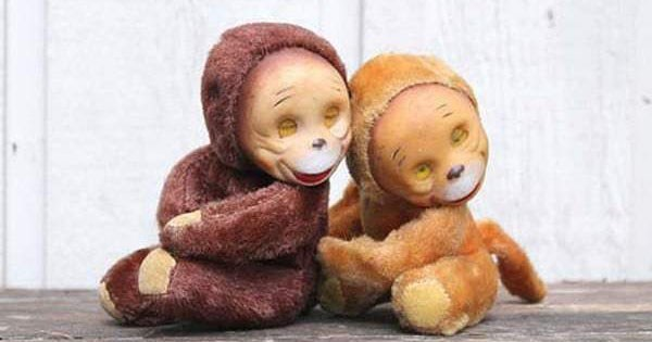 Photos of scary and creepy stuffed animals that will give you nightmares.