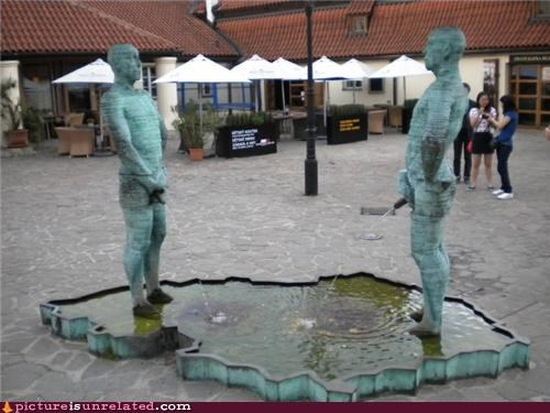 art fountains peeing statues water wtf - 3636875008