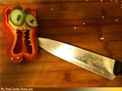 face fruits-veggies knife pepper red pepper scared scream stab