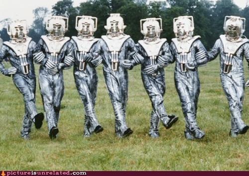 Aliens dance greetings robots wtf - 3769293312