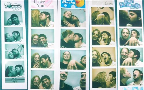 aww bride cute photobooth proposal Funny Wedding Photo groom photobooth engagement photobooth marriage proposal photobooth proposal trend surprise sweet surprise were-in-love Wedding Themes