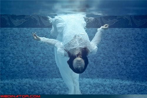 bizarre wedding photo,confusing,Crazy Brides,creepy bride,drowning-bride,fashion is my passion,funny wedding photos,scary bride,technical difficulties,underwater bride,water,Wedding Themes,wet bride,wet on your wedding day,wtf,wtf is this