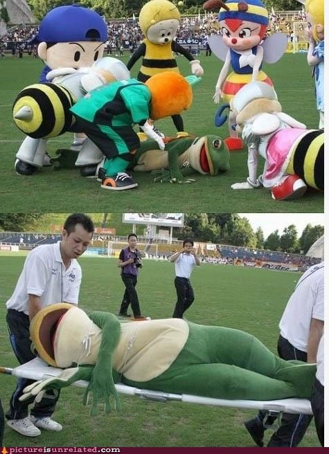 frog injured mascot sick wtf - 3880314880