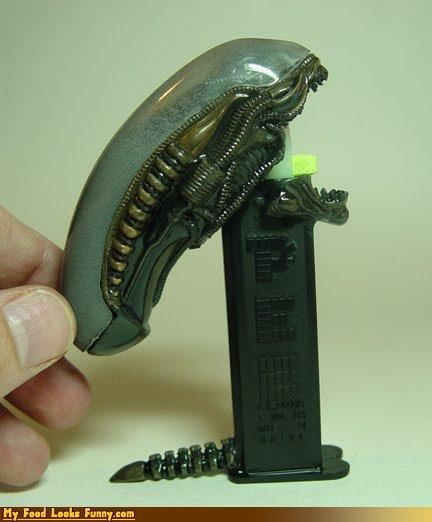 alien candy dispenser pez - 3903570688