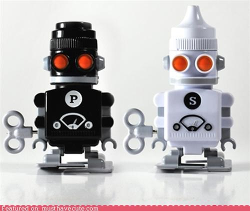 Kitchen Gadget robot salt and pepper shakers - 3961858560