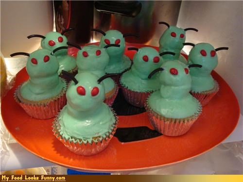 Aliens cupcakes dessert frosting green Sweet Treats - 4017399552