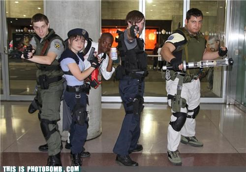 awesome convention cosplay Larp Left 4 Dead photobomb pills here resident evil