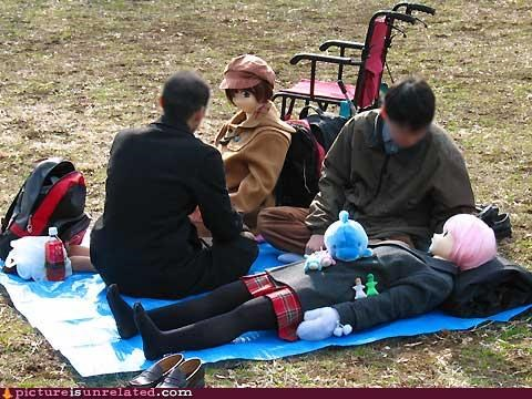 blow-up dolls,Japan,picnic,romance,wtf