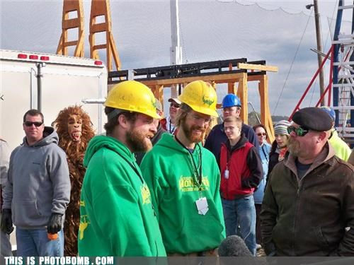 BIG FOOT Photobombs THE MYTHBUSTERS