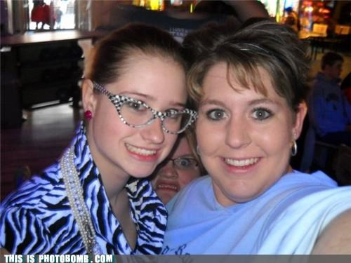 babes fan fiction glasses grobbler lol photobomb - 4176044032
