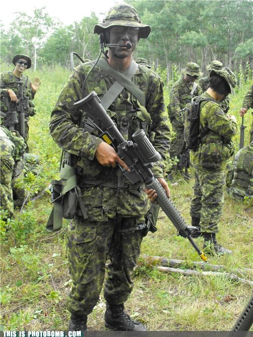 camo,greetings,guns,photobomb,soldiers,training