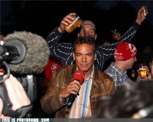 awesome beer mic news photobomb reporter