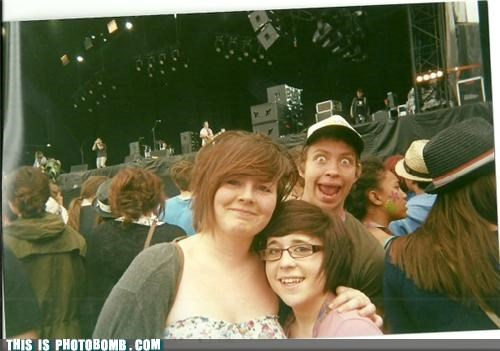 concert,crowd,eyes,hats,photobomb