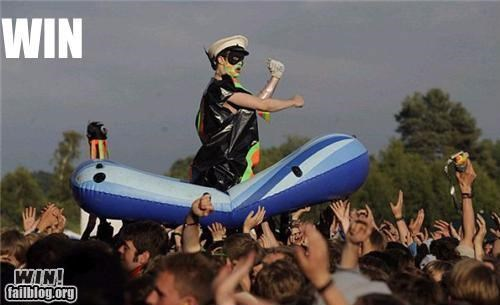 clever concert crowd surfing