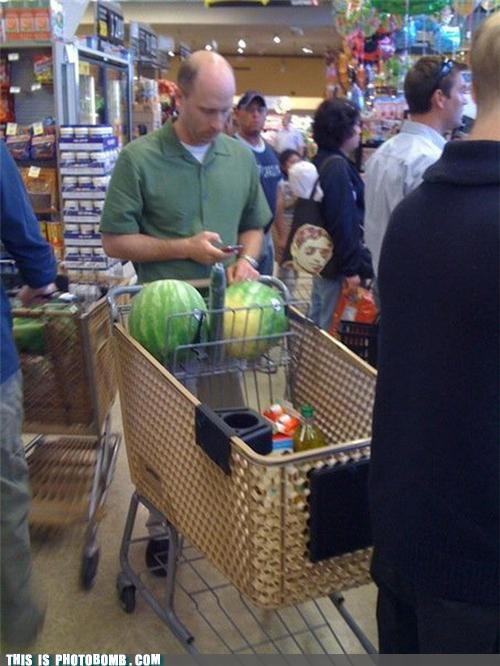 food grocery store peen photobomb