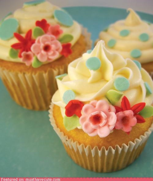 cupcakes,epicute,flowers,fondant,frosting,polka dots,vintage