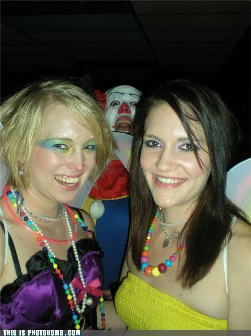 clowns creeper it photobomb raves wtf - 4405848320