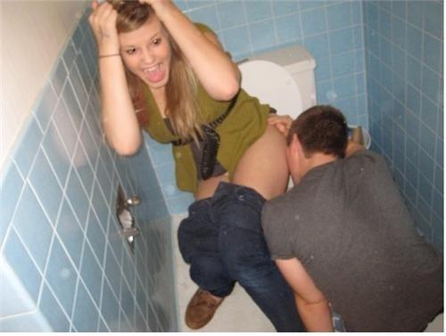 bathroom girl puke toilet - 4418659072